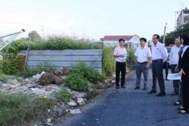 Đức Hòa: Người dân than phiền vì rác